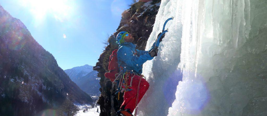 Le cascate di ghiaccio:  breve vademecum del ghiacciatore